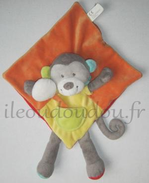 Doudou singe plat orange, jaune, rouge Kitchoun - Kiabi, Nicotoy