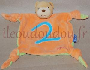 Doudou ours plat carré marron orange vert et bleu Kaloo