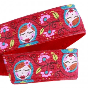 Attache doudou Poupées russes et satin rouge sos